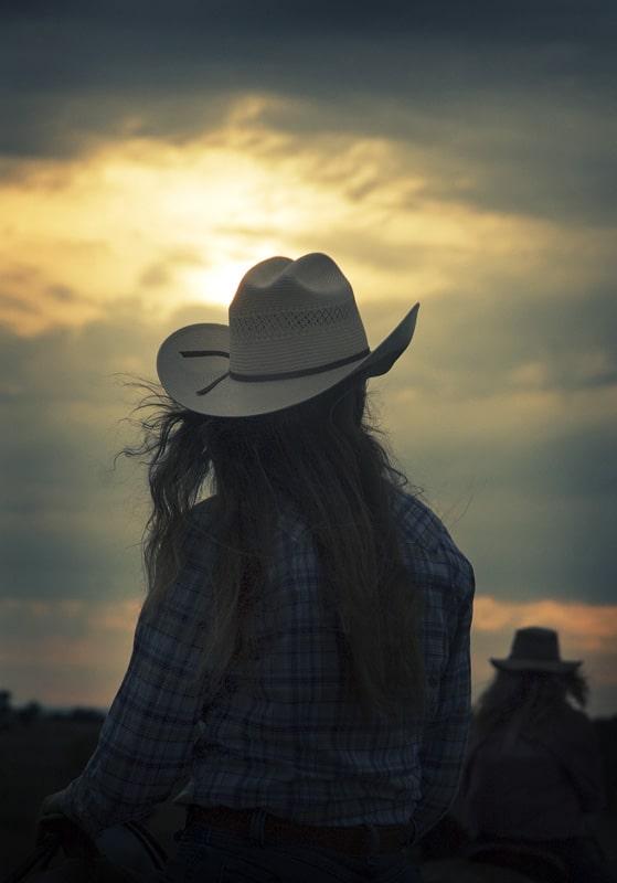 Vue soleil couchant cow-girl